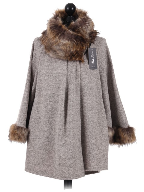 Italian Ladies Batwing Sleeves Fur Poncho beige